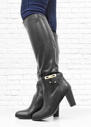 Женские осенние сапоги на каблуке. черные.