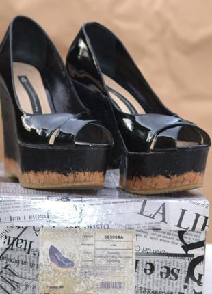 Туфли лаковые  открытые на пробковой платформе