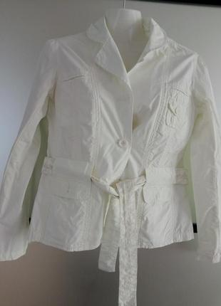 Легкая молочная куртка ветровка пиджак с вышивкой