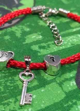 Браслет красная нить с 2 замочками+ключик.