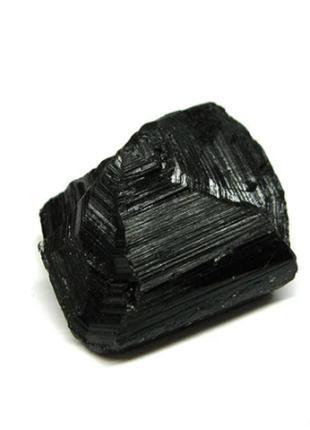 Шерл турмалин камень необработанный черный 062242