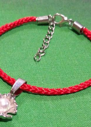 Браслет красная нить с подвеской жемчужница.