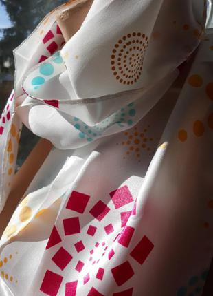 Легкий весенний шейный платок mary kay.