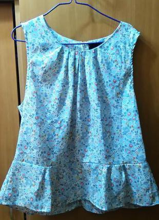 Блузка с цветочным принтом и баской