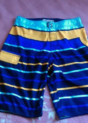 Стильные яркие шорты