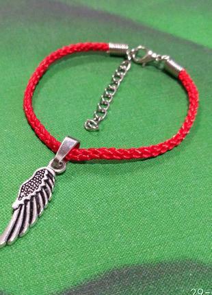 Браслет красная нить с подвеской крылья.