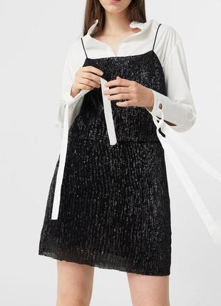 Платье в мелкую матовую паетку на тонких бретелях от