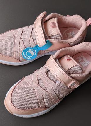 Чарівні кросівки для дівчат від Stride Rite