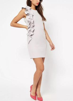 В наличии - платье без рукавов с рюшей/оборкой *miss selfridge...