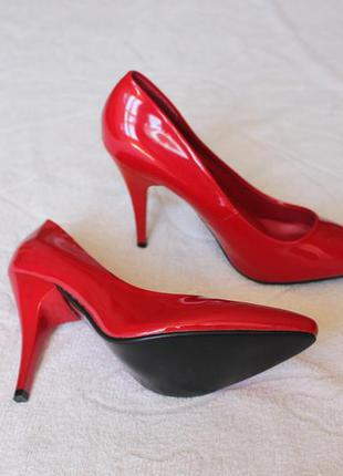 Красные туфли, лодочки 39 размера на шпильке, каблуке