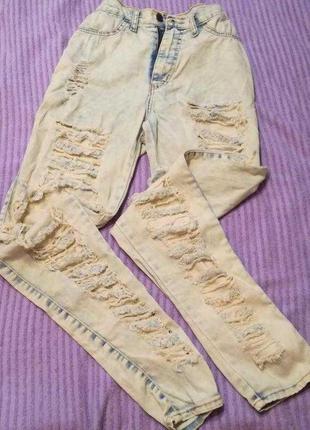 Рваные джинсы бойфренды варенки с высокой посадкой талией