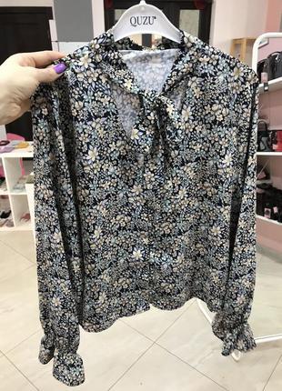 Шикарна блуза в квіти із зав'язкою по шиї