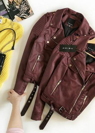 Идеальная замшевая куртка-косуха с поясом amisu