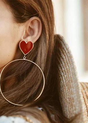 Большие длинные серьги кольца красное сердце