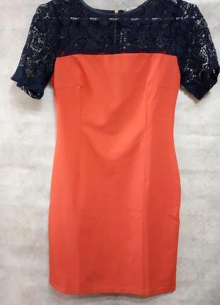 Платье красное приталенное с кружевом