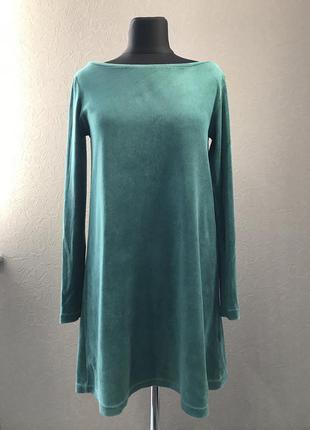 Красивое зелёное платье- трапеция с длинным рукавом