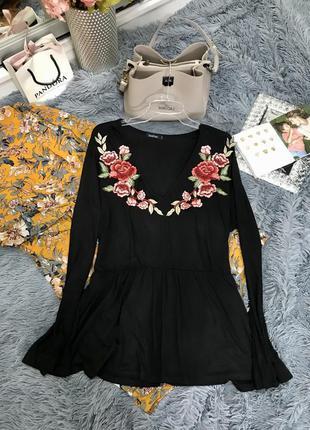 Черная трикотажная блуза с вышивкой большого размера boohoo