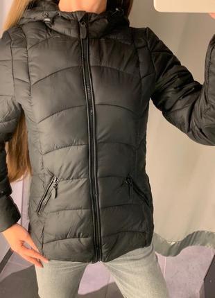 Стеганая демисезонная куртка с капюшоном курточка amisu размер xs