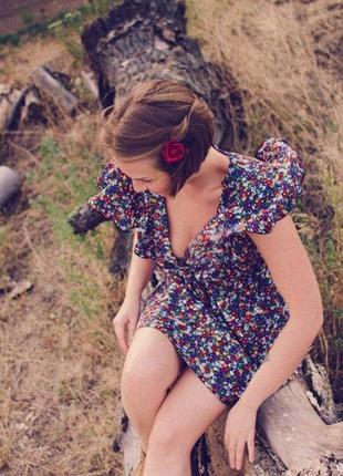 Милое чайное платье в цветочный принт с рюшами