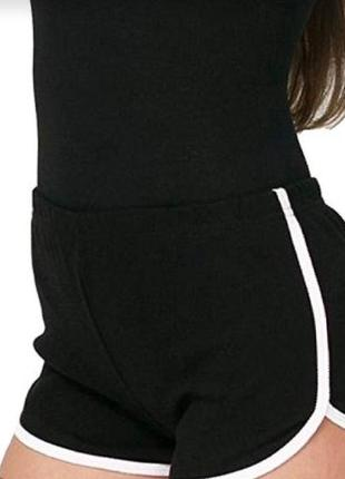 Спортивные шорты черные