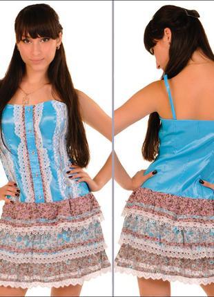Платье с цветочным узором и кружевами