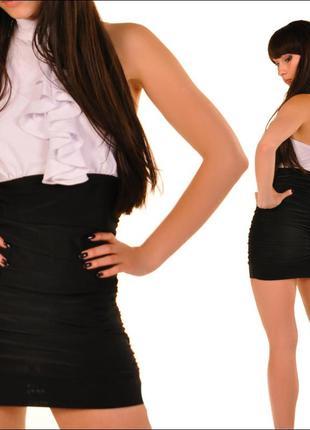 Приталенное платье с открытой спиной