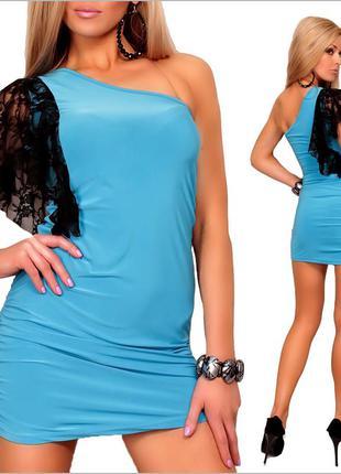 Голубое платье с кружевной вставкой