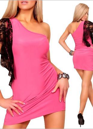 Розовое платье с кружевной вставкой