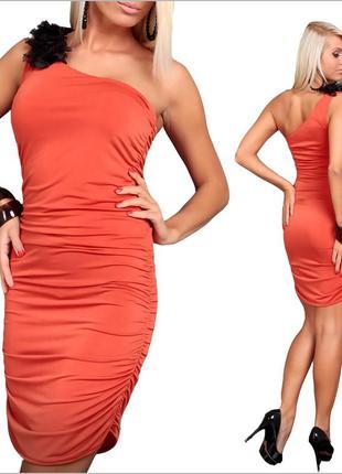 Оранжевое платье на одно плечо