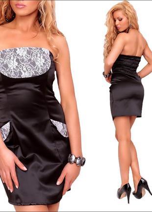 Черное платье с кружевной вставкой