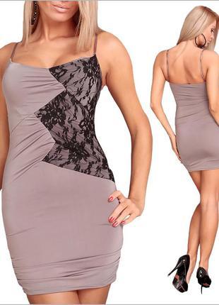 Вечернее платье с кружевными вставками