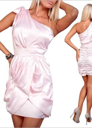 Нежно-розовое платье для вечера