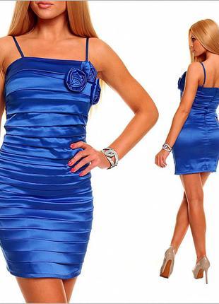 Ярко - синее платье с цветами