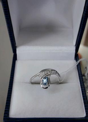 Серебряное кольцо голубой топаз