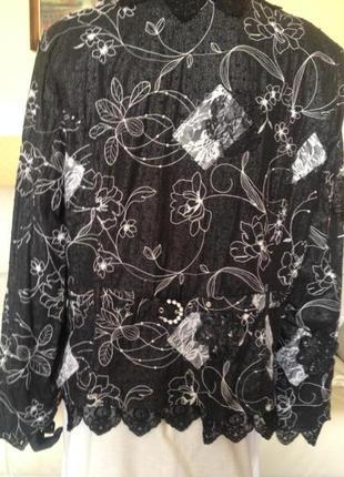 Очень красивый нарядный пиджак  со стразами, змеечками и круже...