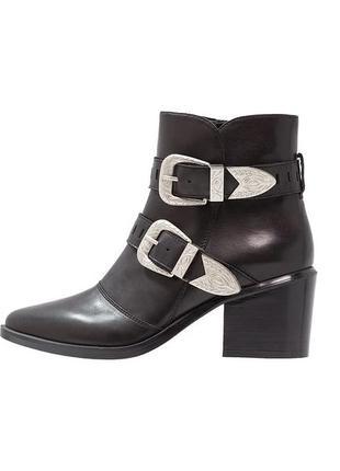 Кожаные ковбойские ботинки ботильоны казаки женские полусапоги