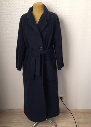 Интересное шерстяное (80%) двубортное пальто изумрудного цвета...
