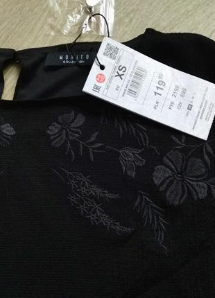 Расклешенное платье с вышивкой mohito
