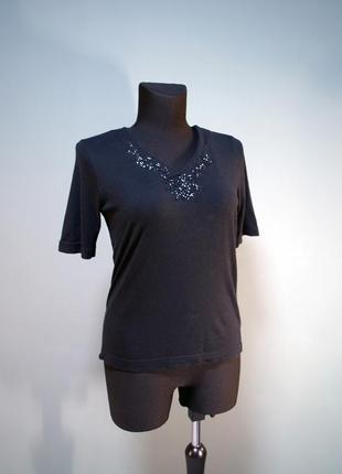 Нарядная черная футболка вышитая стеклярусом и пайетками