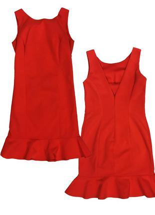 Красное платье с воланом внизу