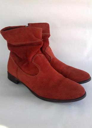 Натуральные замшевые ботинки tamaris