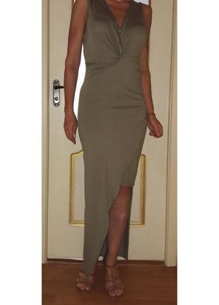 Красивое длинное платье с разрезом на выход и на каждый день
