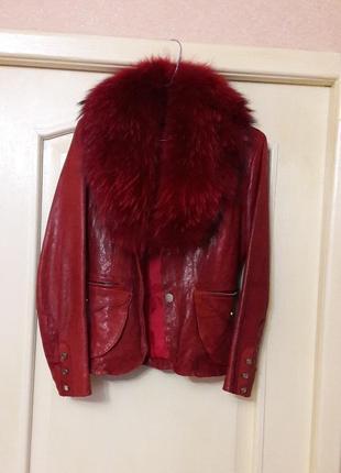 Кожаная красная куртка пиджак с мехом  м-s