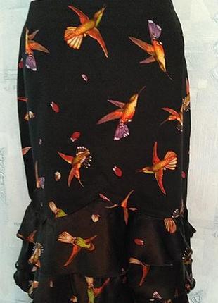Нескучная летняя юбка из набивного коттона с шелковыми воланам...