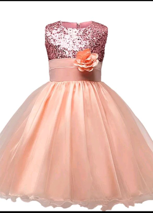 Нарядное нежно-персековое платье с розой