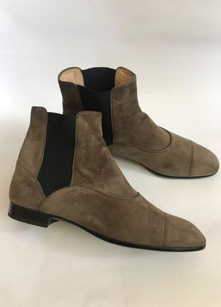 Фирменные замшевые ботинки элитного бренда Tods