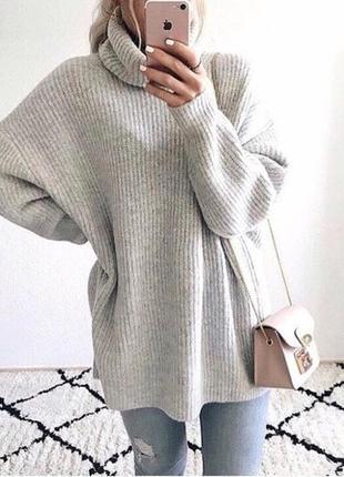 Женский теплый объемный свитер под горло светло-серый
