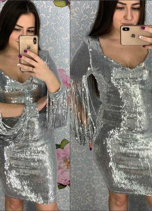 Женское вечернее платье в пайетках с бахромой на рукавах серебро
