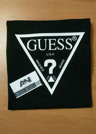 Черная футболка guess
