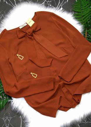 Терракотовая блузка с бантом завязками